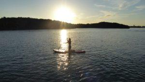Padleboard vand solnedgang