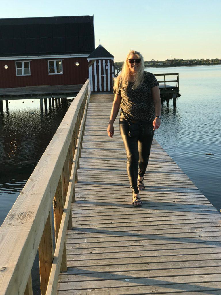 Tina Vallø Gangbro ved vandet